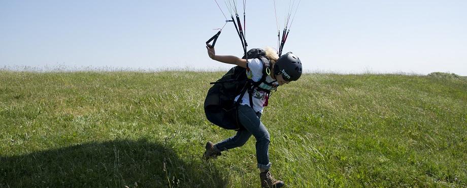 Lär dig flyga skärm. Gå en skärmflygkurs. En höjdarupplevelse från greatdays.se