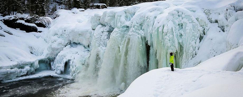 Upplev ett isvattenfall