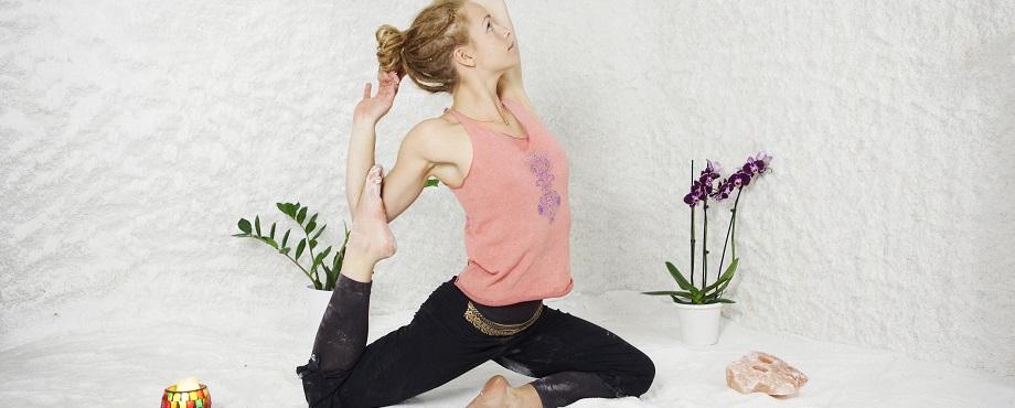 Prova på en annorlunda yoga - i Saltrum!